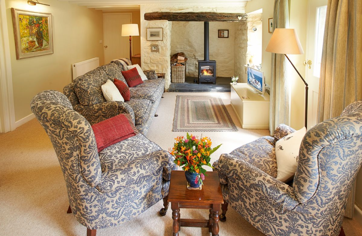 2 Tregroes Cottage is located in Fishguard
