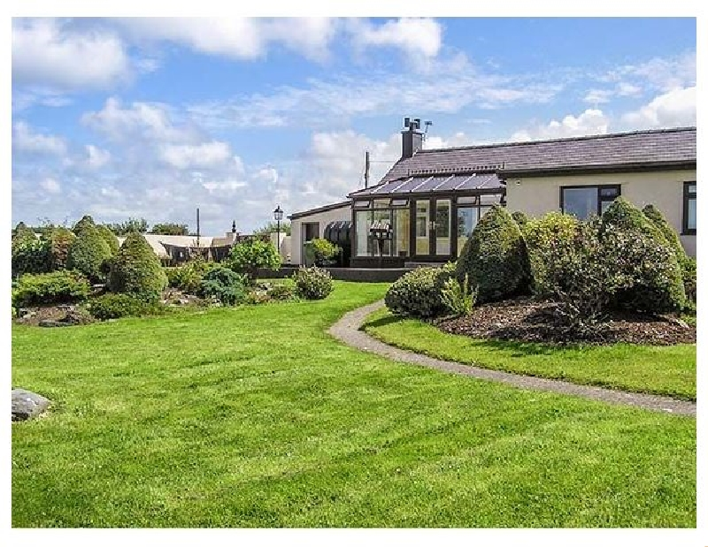 Llys Llywenan a british holiday cottage for 8 in ,