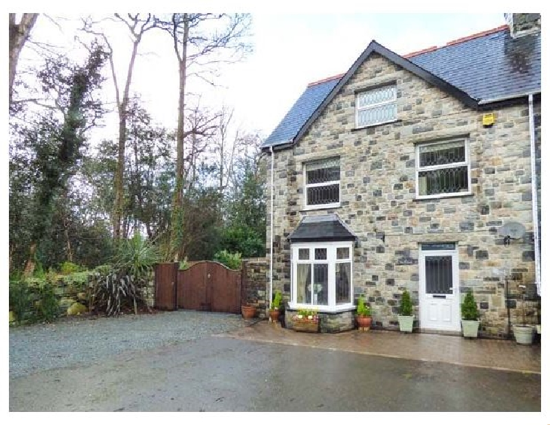 Tan y Coed a british holiday cottage for 6 in ,