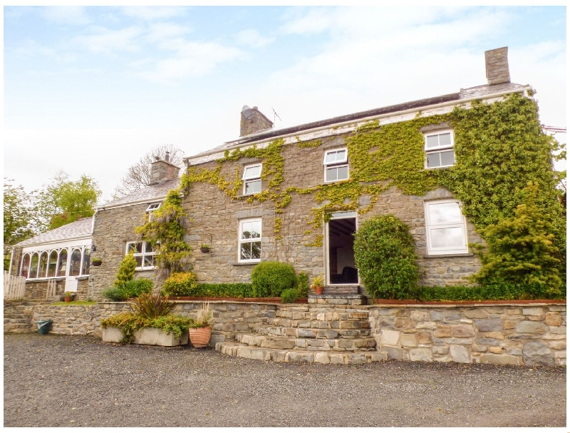 The Farmhouse a british holiday cottage for 12 in ,