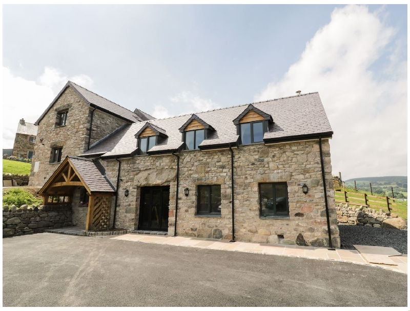 Tyn Y Celyn Isaf a british holiday cottage for 10 in ,
