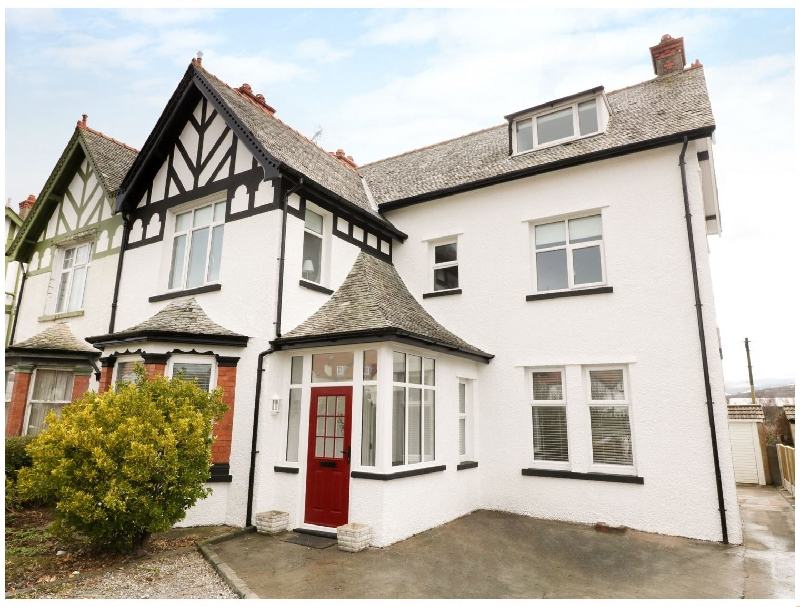 51 Trinity Avenue a british holiday cottage for 14 in ,