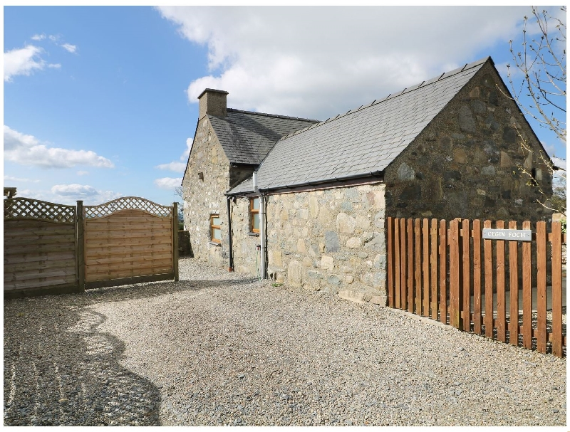 Cegin Foch a british holiday cottage for 4 in ,