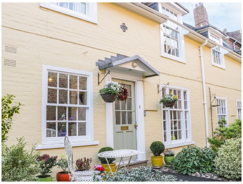 Click here for more about 138E Old Star & Garter Mews