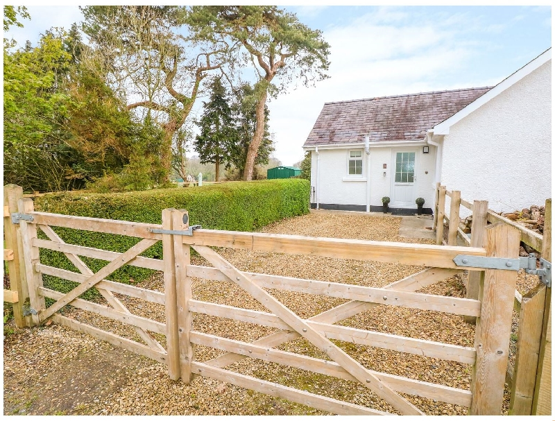 Click here for more about 4 Hanbury Lodge