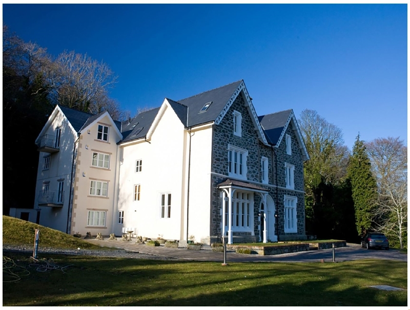 Penthouse Cadnant Moorings a british holiday cottage for 4 in ,