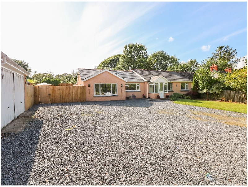 1 Homecroft Bungalows a british holiday cottage for 9 in ,